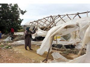 Şiddetli fırtına seralarda 3 milyon 555 bin lira hasara yol açtı