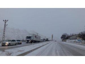 Gürün-Sivas karayolu ulaşıma kapandı