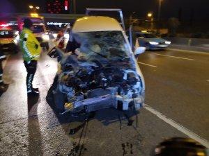 Kontrolden çıkan otomobil bariyerlere saplandı: 1 yaralı