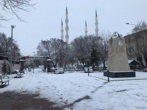 Iğdır'da yoğun kar yağışı, birçok köy yolu kapandı