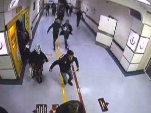 Deprem anında hastaların kaçışları güvenlik kameralarına yansıdı