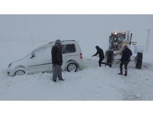 Muş'ta karda mahsur kalan 20 kişi kurtarıldı