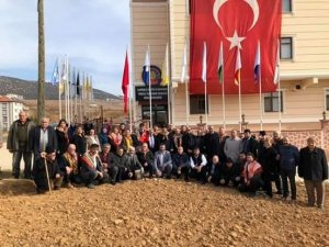 Yörük Türkmenleri Türk Bayrağını yırtan Yunan vekili protesto etti