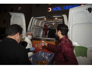 Mersin'de acil servis önlerinde 'çorba-ekmek' hizmeti