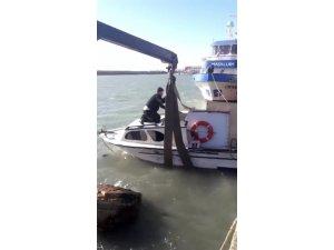 Samandağ'da halatı kopan balıkçı teknesi batmaktan son anda kurtarıldı