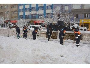 Hakkari kar küreme timi iş başında