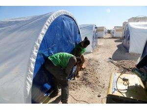 İdlibli ailelere çadır ve barınma desteği