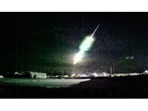Rusya'da meteor roket şeklinde düştü