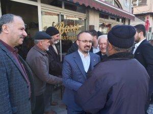 Bülent Turan halk pazarında hemşehrileriyle buluştu