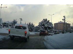 Bolu'da, kar nedeniyle yoldan yürüyen yaşlı adama otomobil çarptı