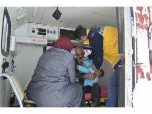 Ağrı'da kar köy yollarını kapadı, hastalar için 112 seferber oldu