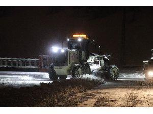 Ağrı'da belediye ekipleri kar mesaisini sürdürüyor