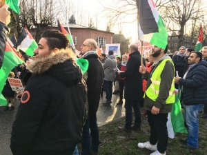 Stockholm'de binlerce kişi ABD ve İsrail karşıtı gösteri düzenledi