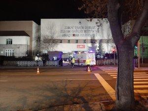 Çin'den tahliye edilenler hastaneye getiriliyor