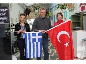 Bodrum esnafından Yunan vekile bayraklı tepki