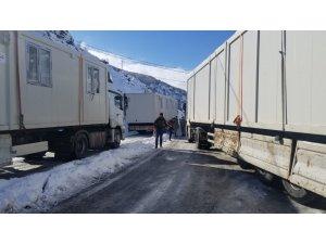 Erzincan'dan depremzedelere 99 adet yaşam konteyneri gönderildi