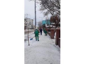 Karla mücadele ekipleri iş başında