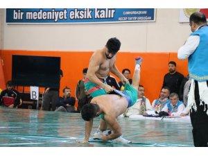 Kahramanmaraş'ta Kısa Şalvar Dünya Güreşi Şampiyonası başladı