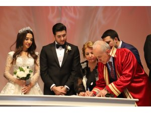 Başkan Gültak, kızının nikahını kıydı