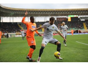 Süper Lig: Alanyaspor: 1 - Yeni Malatyaspor: 0 (İlk yarı)