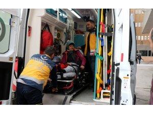 Kayak yaparken çarpışan 2 kayakçı yaralandı