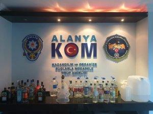 Alanya'da iki otele kaçak içki baskını
