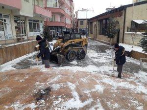 Bayburt'ta ekiplerin kar, buz mücadelesi