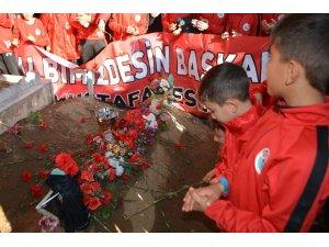 Şampiyonluk kupasını başkanlarının mezarına götürdüler
