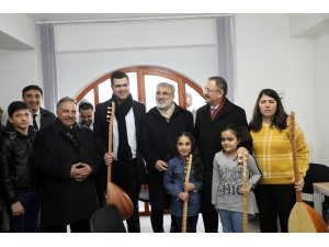 Özhaseki, Talas'ta müzik okulunu gezdi