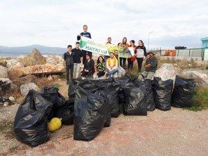 Çevreciler Mudanya sahilinde çöp topladı