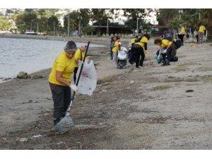 Gönüllüler çevre temizliği yaptı