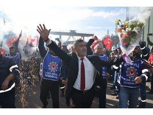 Türk Metal Sendikası ile MESS anlaştı, işçiler kutlama yaptı