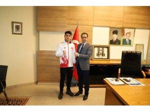 Kaymakam Sinanoğlu milli sporcuyu Hırvatistan'a uğurladı