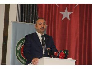 """Adalet Bakanı Gül: """"Hukuku paspas gibi çiğneyenlere cevap olarak hakkı ve hukuku yücelteceğiz"""""""