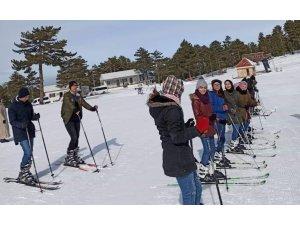 Hayatlarında ilk defa kayak yaptılar