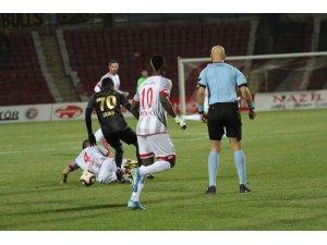 TFF 1. Lig: E.H. Balıkesirspor: 0 - İstanbulspor: 2 (İlk yarı sonucu)