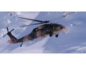 Yüksekova'da karda mahsur kalan öğrenciler helikopterle tahliye edildi
