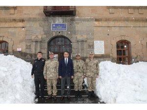 Vali Oktay Çağatay, Jandarma Komutanlığını ziyaret etti