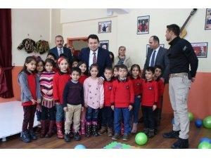 Varto'daki Şehit Coşkun Özcan İlkokuluna kütüphane