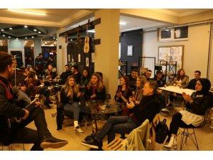 Yabancı öğrenciler Türk şarkılarıyla coştu