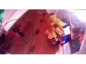Beyoğlu'nda cep telefonu hırsızlığı kamerada