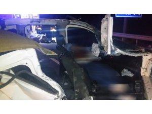 Kırıkkale'de feci kaza, hafif ticari araç tıra çarptı: 1 ölü, 1 yaralı