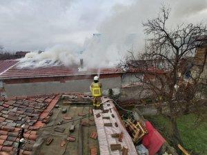 Kepsut'ta çatı yangını korkuttu