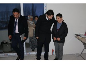 Hizan Kaymakamı Mustafa Köleoğlu, hane ziyaretlerinde bulundu