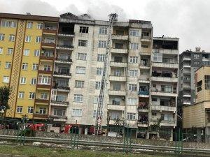 Rize'de çatı katında çıkan yangın paniğe yol açtı