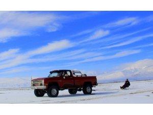 Dev Off- Road araçlarıyla 'Lastik Raftingi' yapıyorlar