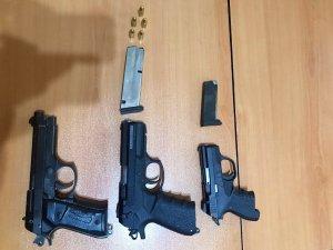 Erdemli'de şüpheli araçtan 3 tabanca çıktı
