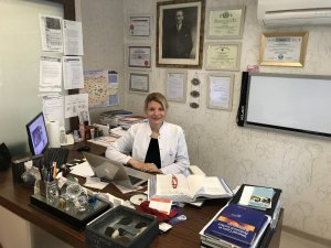 "Prof. Dr. Emel Canbay: ""Sıcak kemoterapi Koronavirüs'e karşı etkisizdir"""