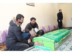 Depremde hayatını kaybeden Emirhan toprağa verildi
