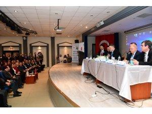 Rektör Çomaklı, mezun olduğu üniversitede düzenlenen panelin oturum başkanlığını yaptı